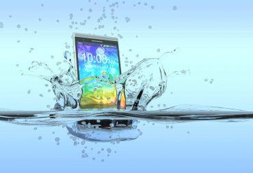 come asciugare cellulare caduto in acqua