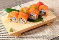 Come mangiare il pesce crudo in sicurezza, a casa e al ristorante. 10 consigli utili