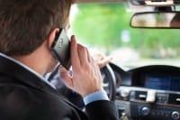 Incidenti d'auto, un terzo avvengono per il cellulare
