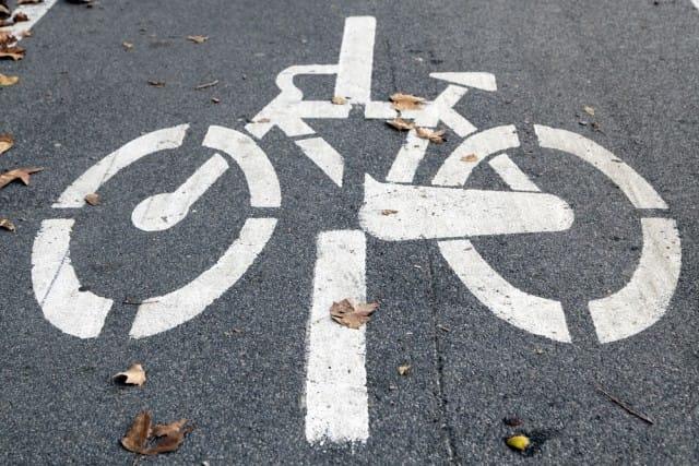 Piste ciclabili, a Roma i ciclisti le fanno da soli (video)