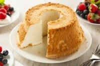 Angel cake, la ricetta di un dolce di origine americana che recupera gli albumi avanzati