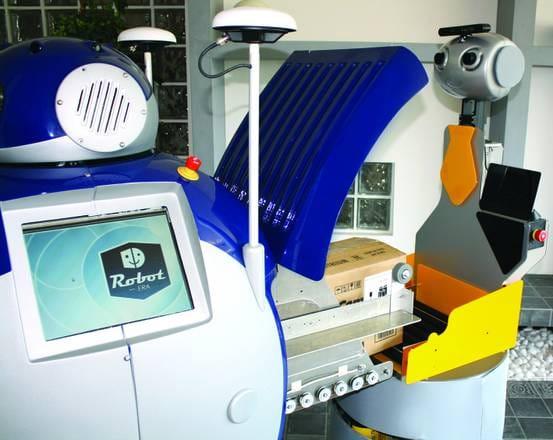 robot-badanti-assistenza-anziani (2)