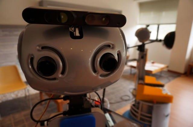robot-badanti-assistenza-anziani (3)