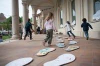 A Milano se i bambini vanno a scuola a piedi, l'ingresso al museo è gratis