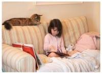 I benefici degli animali per i bambini autistici: la straordinaria amicizia tra Iris e Thula