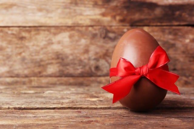 come-fare-uovo-pasqua-in-casa-cioccolato