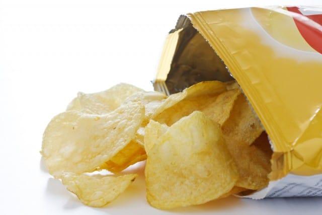 Patatine fritte in busta, perché non riusciamo a smettere di mangiarle