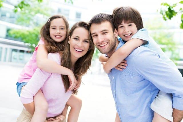 Genitori elicottero, state attenti: potete fare molti danni ai vostri figli