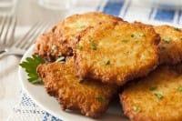 Frittelle di patate, la ricetta per preparare un antipasto ricco di gusto