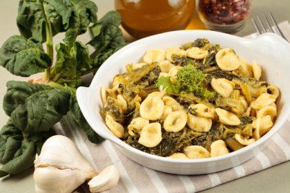 Orecchiette con cime di rapa: la ricetta di un tipico piatto pugliese, sano e ricco di gusto