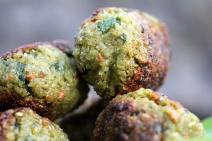 Polpette di farro, una ricetta nutriente e sana che recupera le verdure avanzate