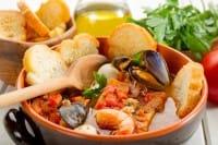 Zuppa di pesce, la migliore ricetta espressa. Che cosa cambia con il pesce surgelato