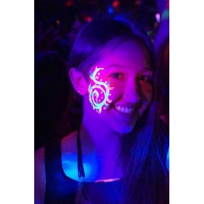 vernice-fluorescente-come-utilizzarla-per-dipingere-pareti-corpo-trucchi-fluo (2)