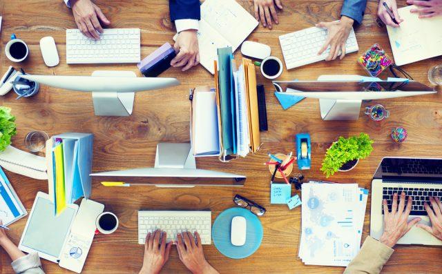 Come avere una scrivania ordinata: 5 regole per non sprecare tempo in ufficio