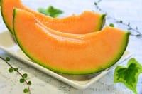 Come coltivare il melone nell'orto in giardino. Usate una tegola per farlo maturare