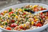 Insalata di farro, la ricetta di un piatto estivo sano, nutriente e gustoso