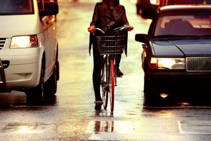 Piste ciclabili, ecco le più pericolose in Italia. L'ora peggiore è tra le 10 e le 12