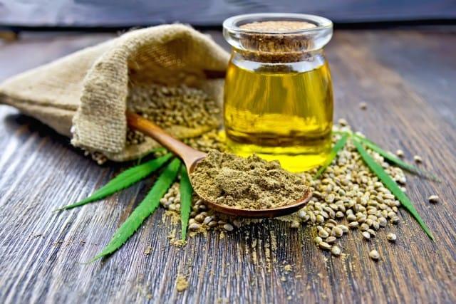 Olio di canapa, le proprietà dei semi della cannabis. Un perfetto antiossidante