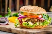 Burger vegetali: la ricetta che recupera il pane avanzato