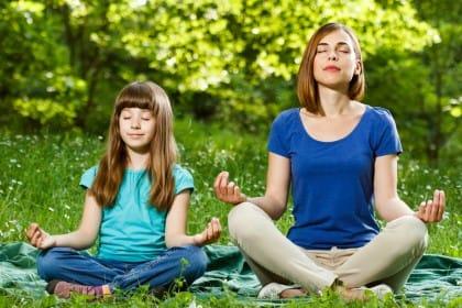 Meditazione con i bambini: ecco come praticarla a casa