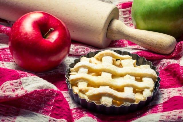 Crostatine di mele, la ricetta con cannella, vanillina e mandorle sgusciate
