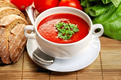 Passata di pomodoro, la ricetta vegetariana di una vellutata molto genuina