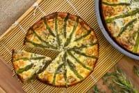 Torta salata di asparagi, la ricetta giusta per un piatto veloce, da fine settimana