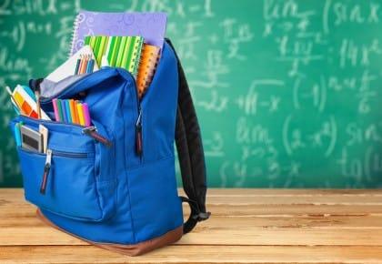 Zaini troppo pesanti: in una scuola di Vigevano si arriva a 10 kg. La proposta del preside