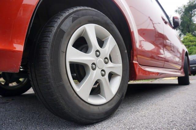 Pneumatici e guida sicura, d'estate non usate mai quelli invernali. Sprecate tanta benzina