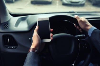 Incidenti per smartphone, la strage di Taranto con sei morti. E due angoscianti interrogativi
