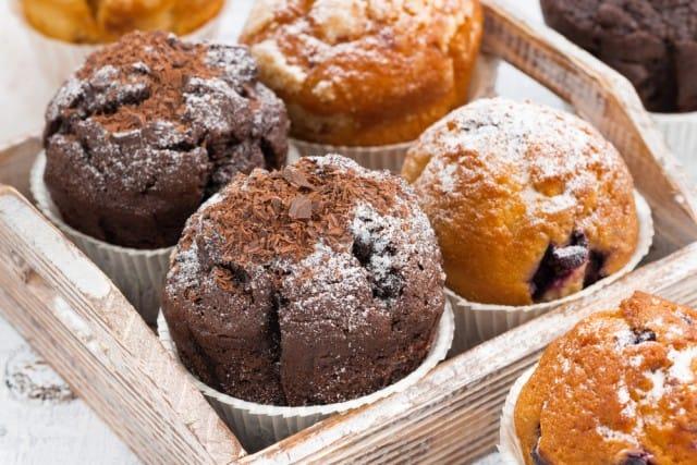 Muffin al cioccolato e ciliegie