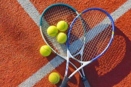 Racchette da tennis: con il riciclo creativo diventano lavagne, specchi e porta bijoux (foto)