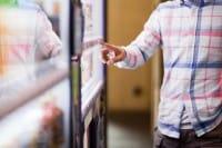 No a patatine e merendine a scuola, una proposta di legge per un'alimentazione sana