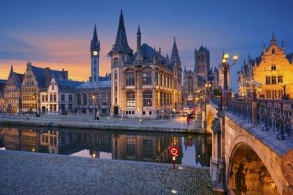 Gand, capitale dei vegetariani. Ristoranti e iniziative, la città delle Fiandre è la più veggie