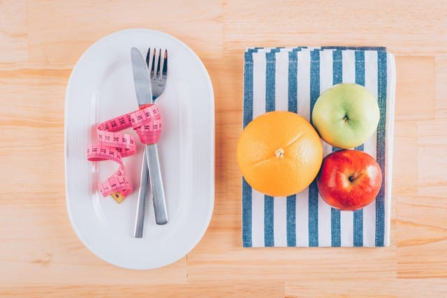 Come fare una dieta corretta, 10 regole giuste per dimagrire bene e senza sforzi