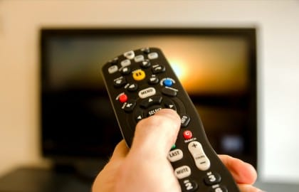 Dipendenza dalla tv, perché l'estate è il momento giusto per spegnerla