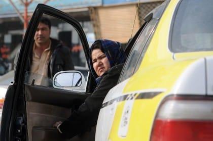 L'emancipazione femminile passa per il lavoro, in Afghanistan arrivano i taxi rosa