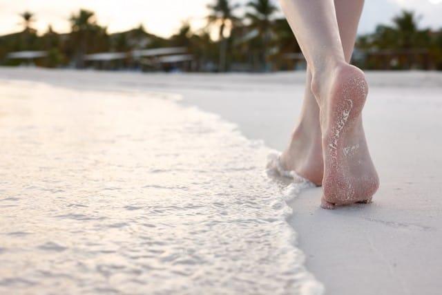 benefici-camminare-a-piedi-scalzi-vantaggi (2)