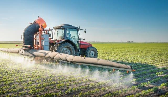 Glifosato, svolta nella battaglia per eliminare l'erbicida più usato al mondo. La Francia lo mette al bando