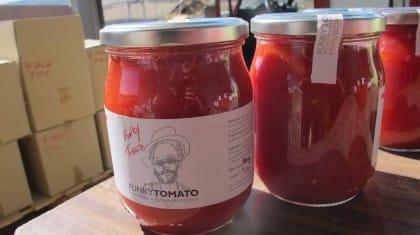 Funky Tomato, il pomodoro che ferma il caporalato e fa lavorare i migranti (foto e video)