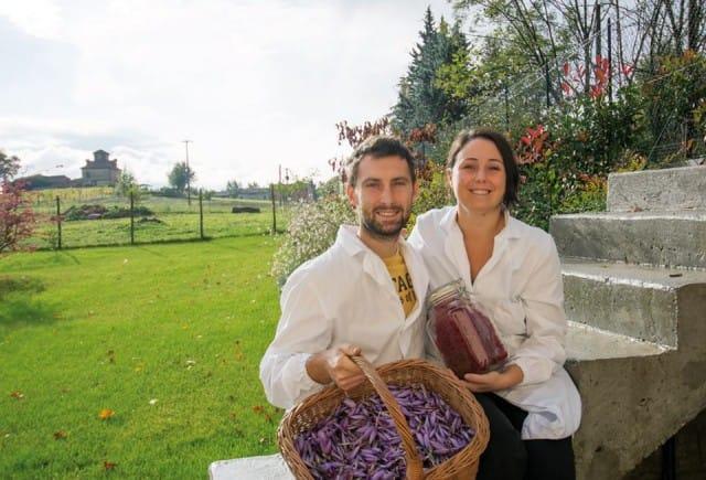 Laureati e con il posto fisso, si licenziano per coltivare lo zafferano nel Monferrato