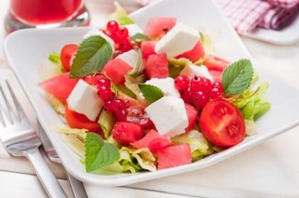 Insalata di anguria, la ricetta di un contorno fresco, sano e nutriente
