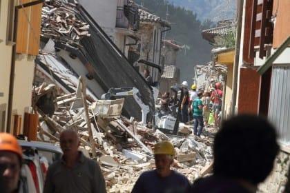 Terremoto e ricostruzione. Riusciremo a uscire dal tunnel della corruzione? (Foto)