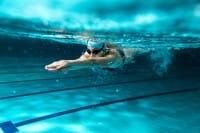 Tutti i benefici del nuoto, anche per i bambini, e come sfruttare al meglio questo sport