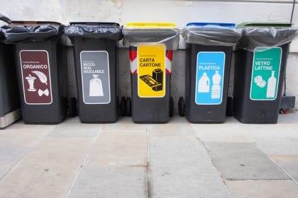 Rifiuti, sulle etichette le indicazioni per smaltirli e riciclarli in modo corretto