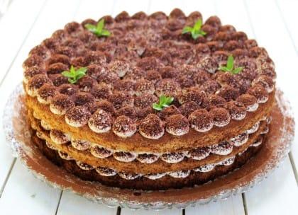 La ricetta della torta tiramisù, un dolce originale e curioso da preparare insieme ai bambini