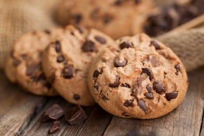 Biscotti con gocce di cioccolato, la ricetta per iniziare la giornata in maniera sana e nutriente