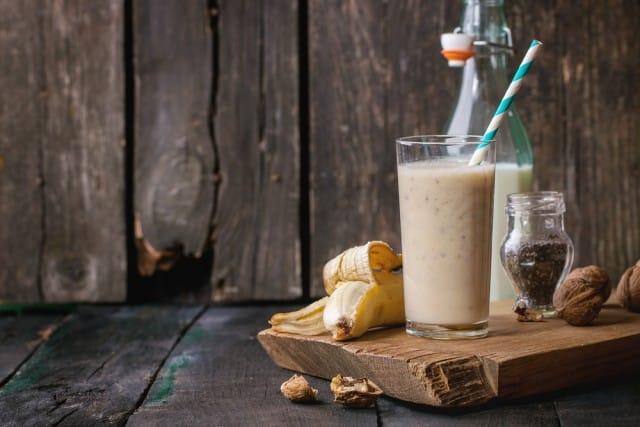 ricetta-frullato-alla-banana-noci (1)