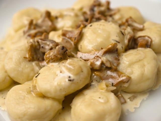 ricetta-gnocchi-con-funghi (1)