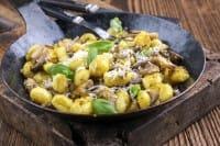 Gnocchi con i funghi, una ricetta autunnale nutriente, gustosa e sana
